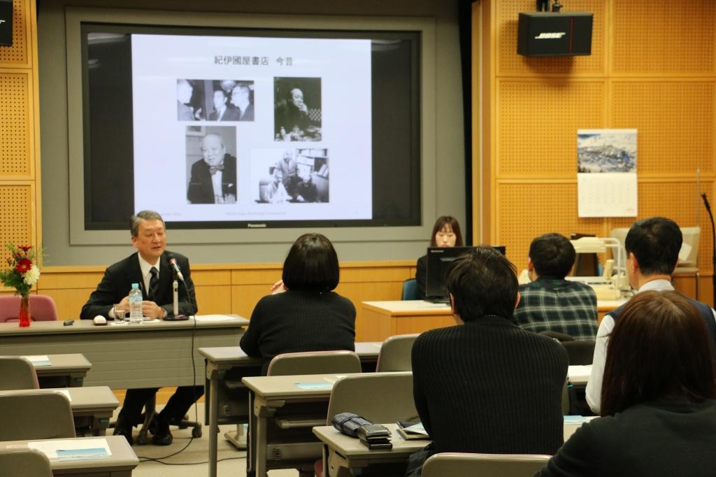 図書館主催講演会で紀伊國屋書店の十河氏が講演しました|教育・研究に関するお知らせ/教育・研究活動|国士舘大学